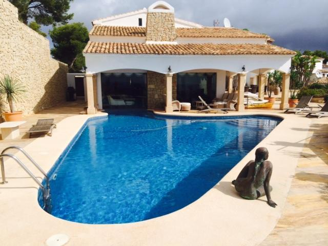 first-line-to-the-sea en moraira · cap-blanc 4000000€