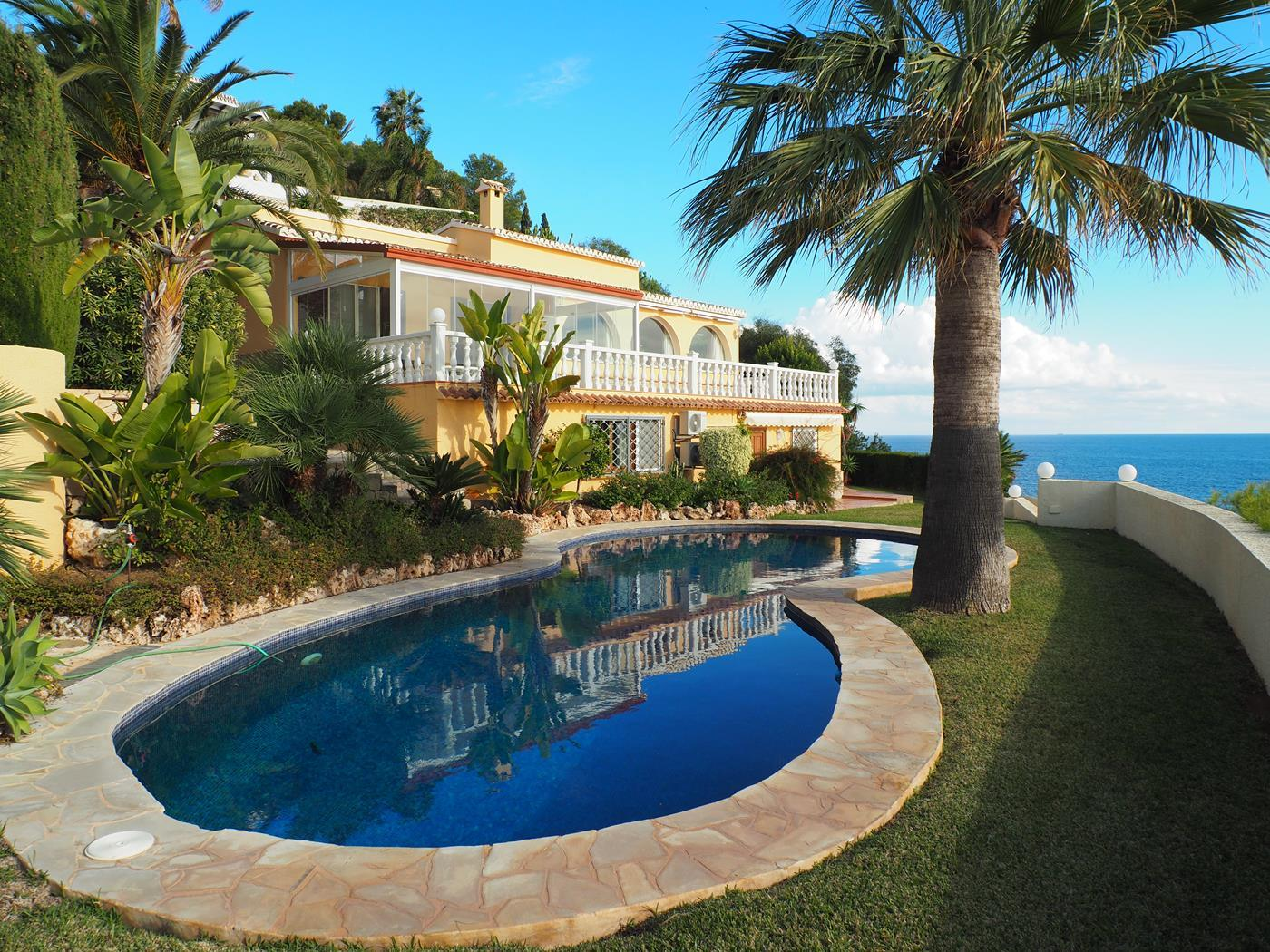 luxury-property en moraira · beach 1700000€