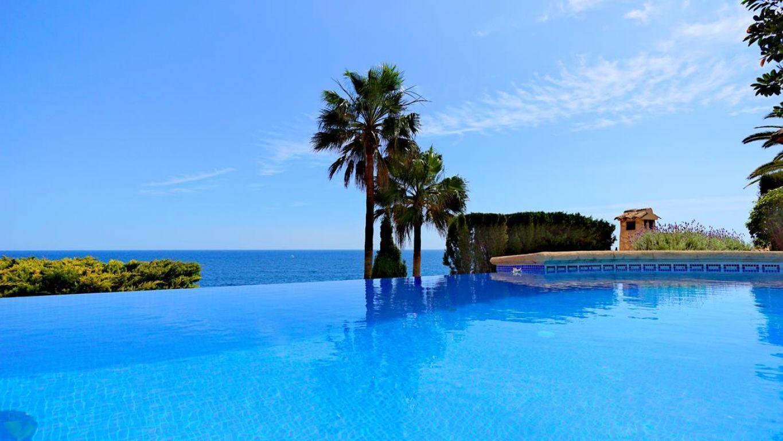 villa en benissa · cala-abogat 2300000€