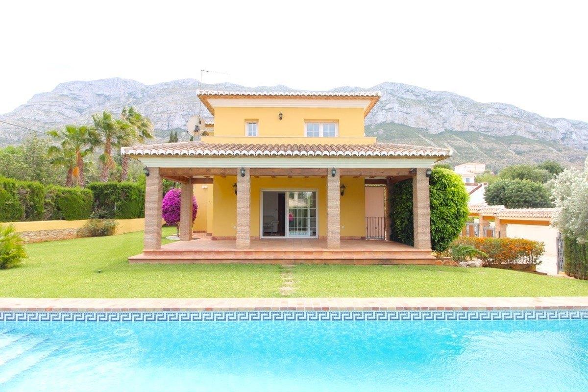 villa en denia · le-montgo 485000€